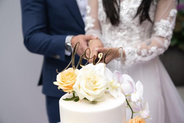 Biały ślub w kolorowej strefie COVID